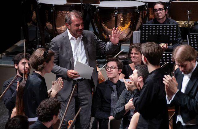 Daniele Gatti con l'Orchestra Giovanile Italiana_Foto Roberto Testi